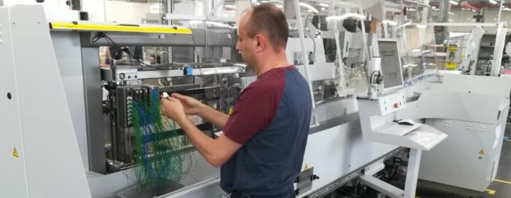 Bestukkingsautomaat in maatwerkbedrijf Waak